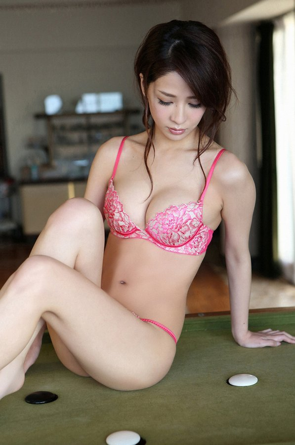 【神室舞衣グラビア画像】スレンダーなくびれボディが綺麗でエロくて尻もたまらん! 60