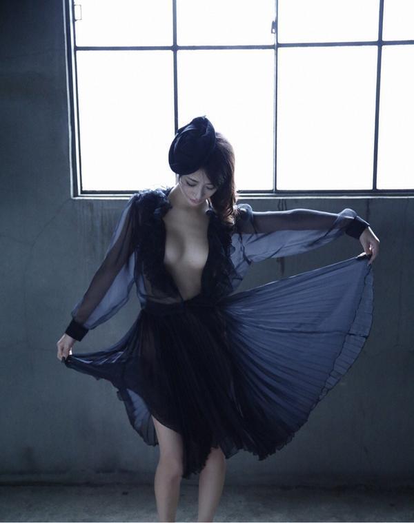 【神室舞衣グラビア画像】スレンダーなくびれボディが綺麗でエロくて尻もたまらん! 71