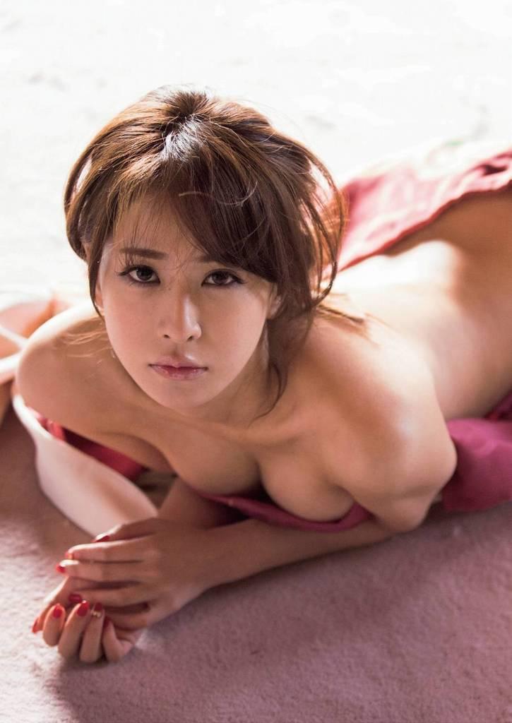 【神室舞衣グラビア画像】スレンダーなくびれボディが綺麗でエロくて尻もたまらん! 75
