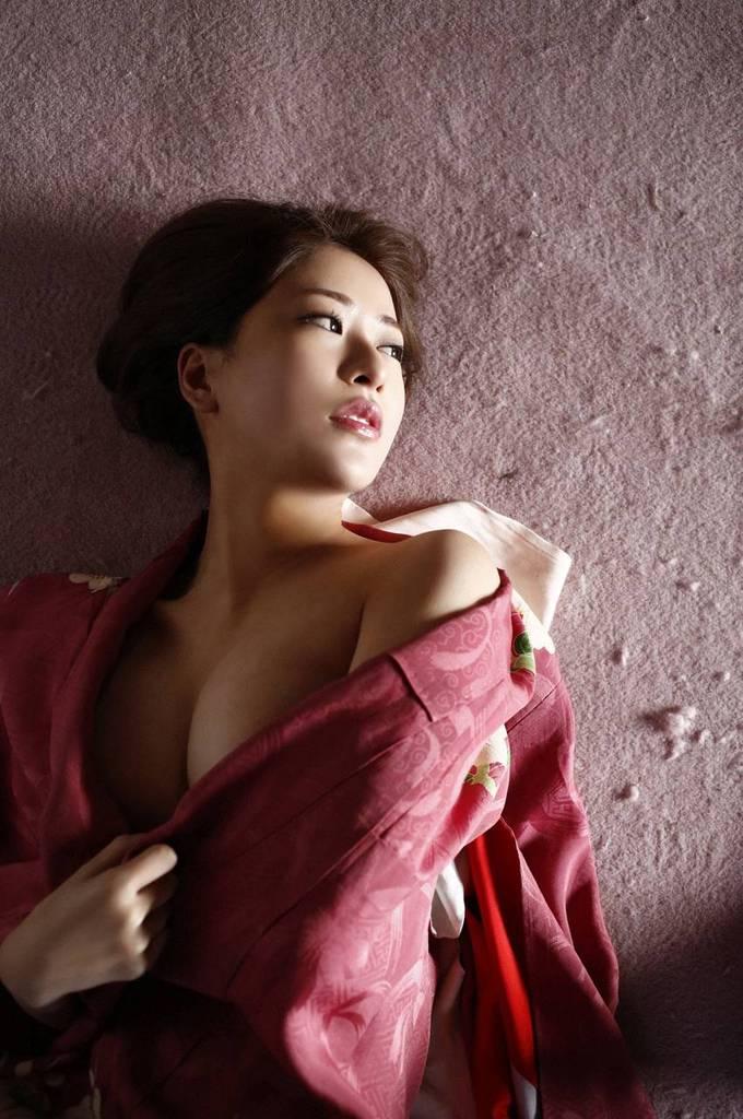 【神室舞衣グラビア画像】スレンダーなくびれボディが綺麗でエロくて尻もたまらん! 76