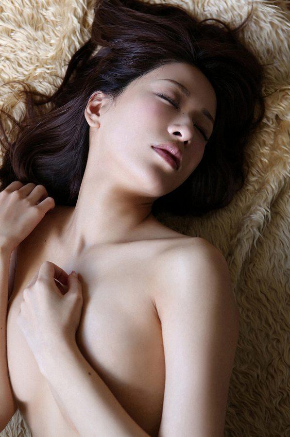 【神室舞衣グラビア画像】スレンダーなくびれボディが綺麗でエロくて尻もたまらん! 80