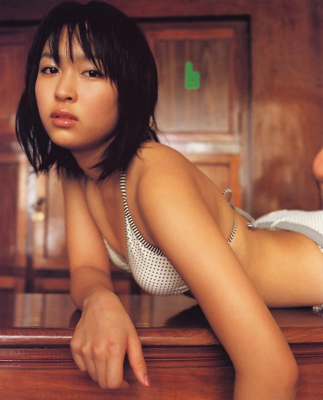 【黒川芽以お宝画像】子役時代から今でも現役で活躍しているベテラン女優の水着姿 13