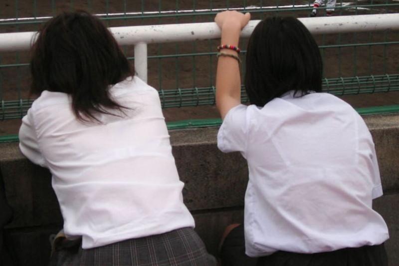 【夏服JK画像】白いブラウスから薄っすらと透けて見えるブラって良いよね 03