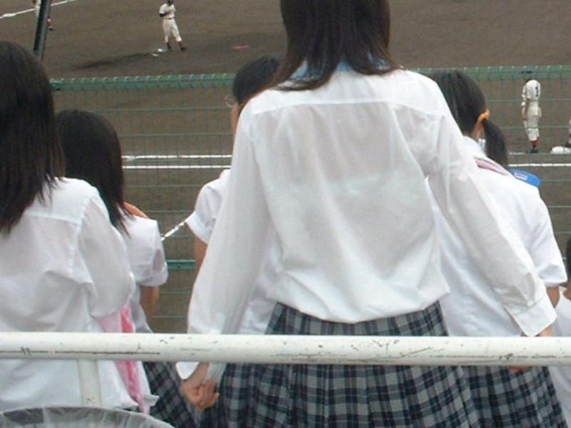 【夏服JK画像】白いブラウスから薄っすらと透けて見えるブラって良いよね 10