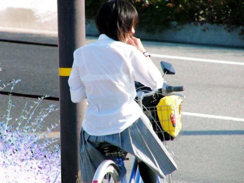 【夏服JK画像】白いブラウスから薄っすらと透けて見えるブラって良いよね 11