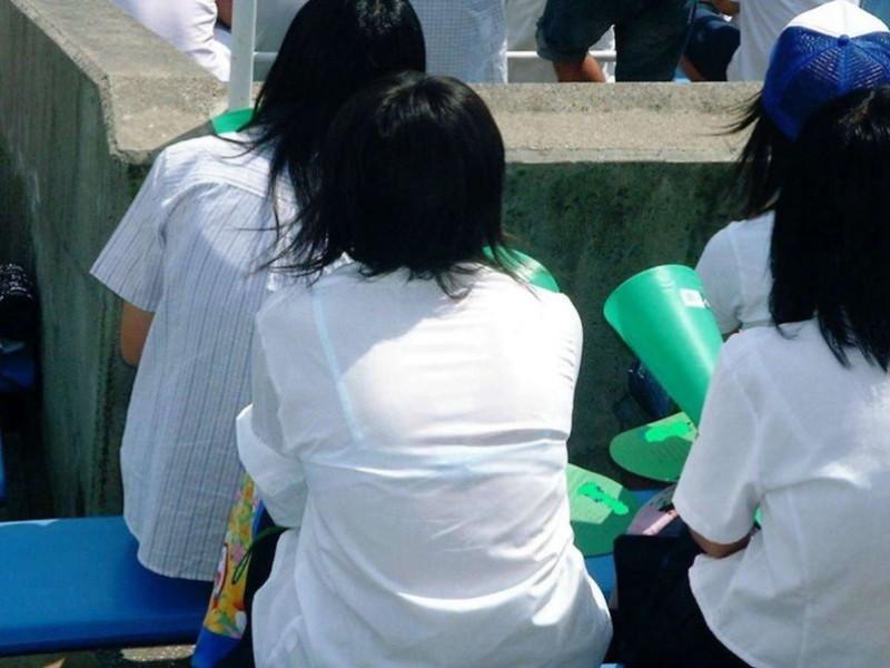 【夏服JK画像】白いブラウスから薄っすらと透けて見えるブラって良いよね 13