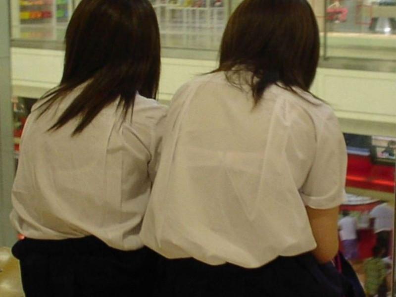 【夏服JK画像】白いブラウスから薄っすらと透けて見えるブラって良いよね 14