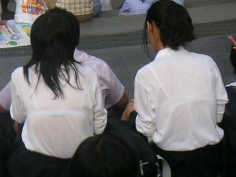 【夏服JK画像】白いブラウスから薄っすらと透けて見えるブラって良いよね 29
