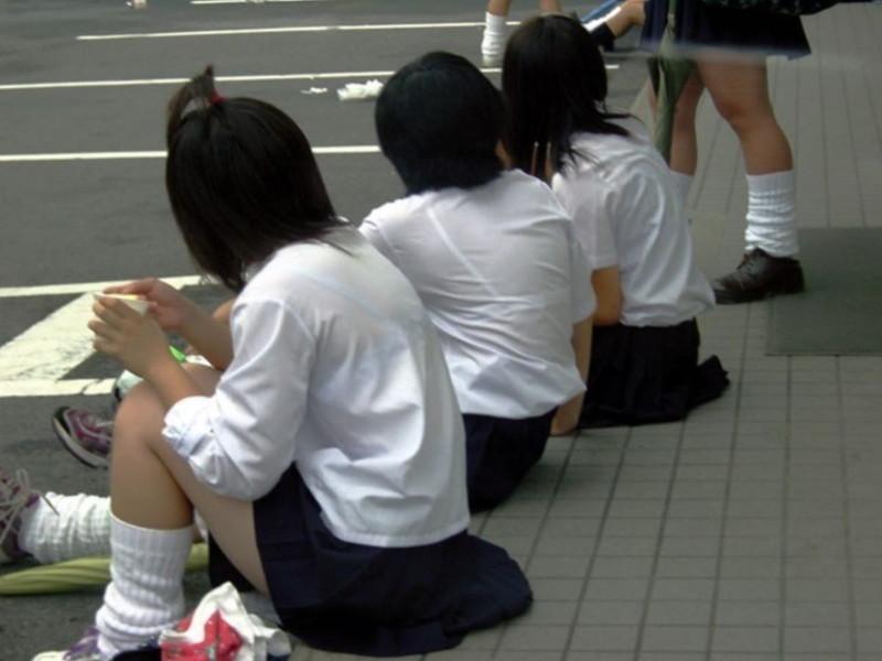【夏服JK画像】白いブラウスから薄っすらと透けて見えるブラって良いよね 31