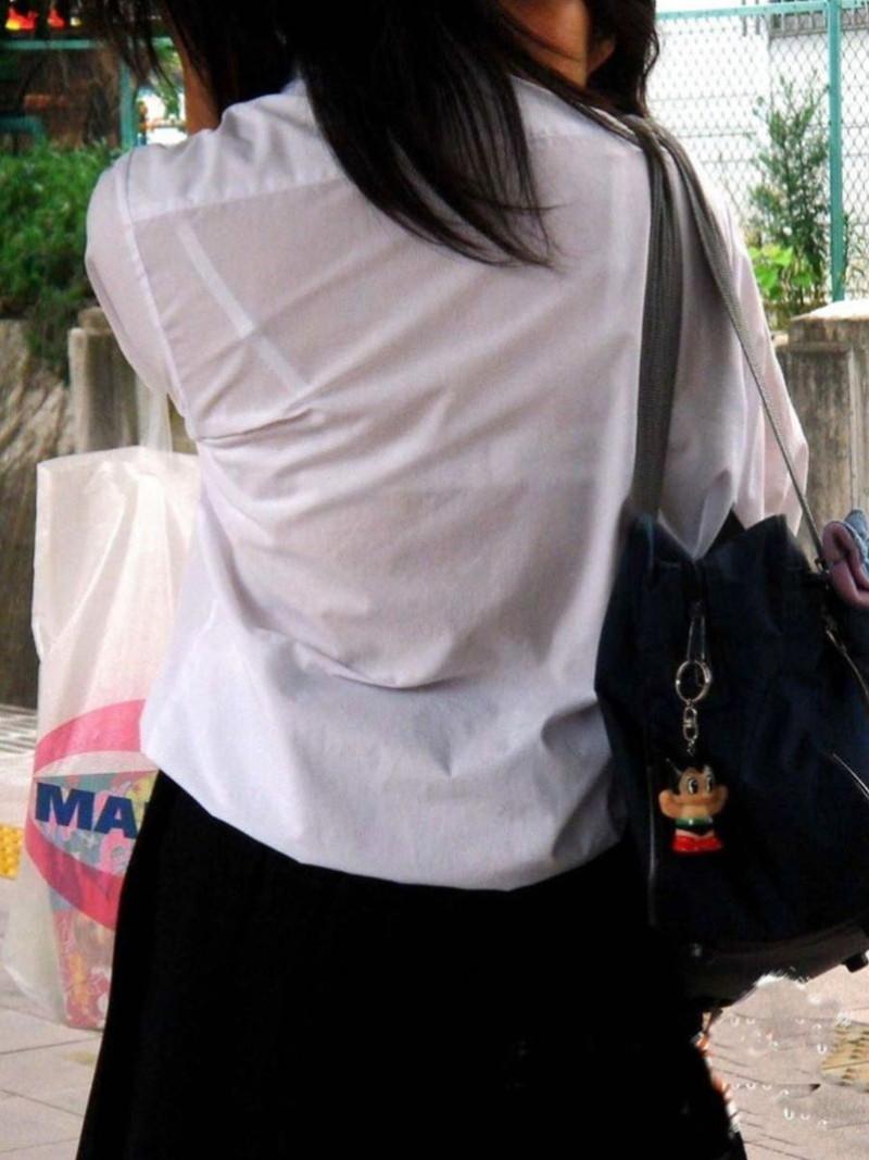 【夏服JK画像】白いブラウスから薄っすらと透けて見えるブラって良いよね 33