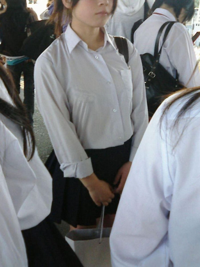 【夏服JK画像】白いブラウスから薄っすらと透けて見えるブラって良いよね 42