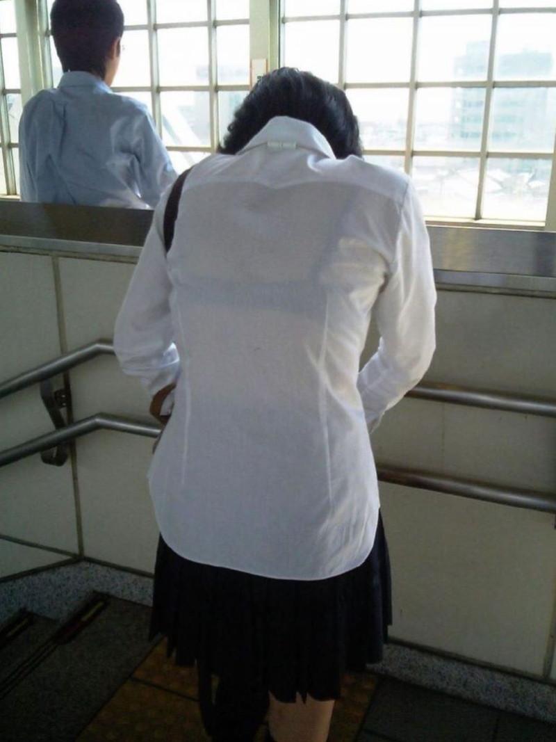 【夏服JK画像】白いブラウスから薄っすらと透けて見えるブラって良いよね 55