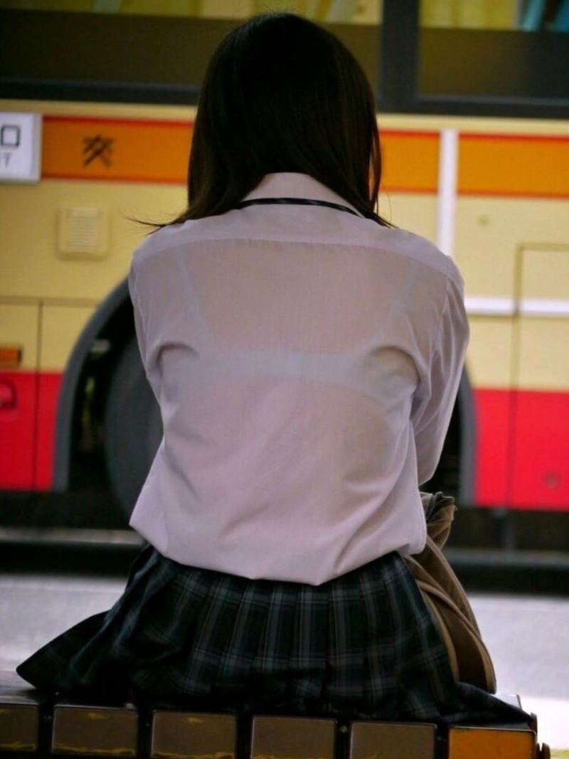 【夏服JK画像】白いブラウスから薄っすらと透けて見えるブラって良いよね 59