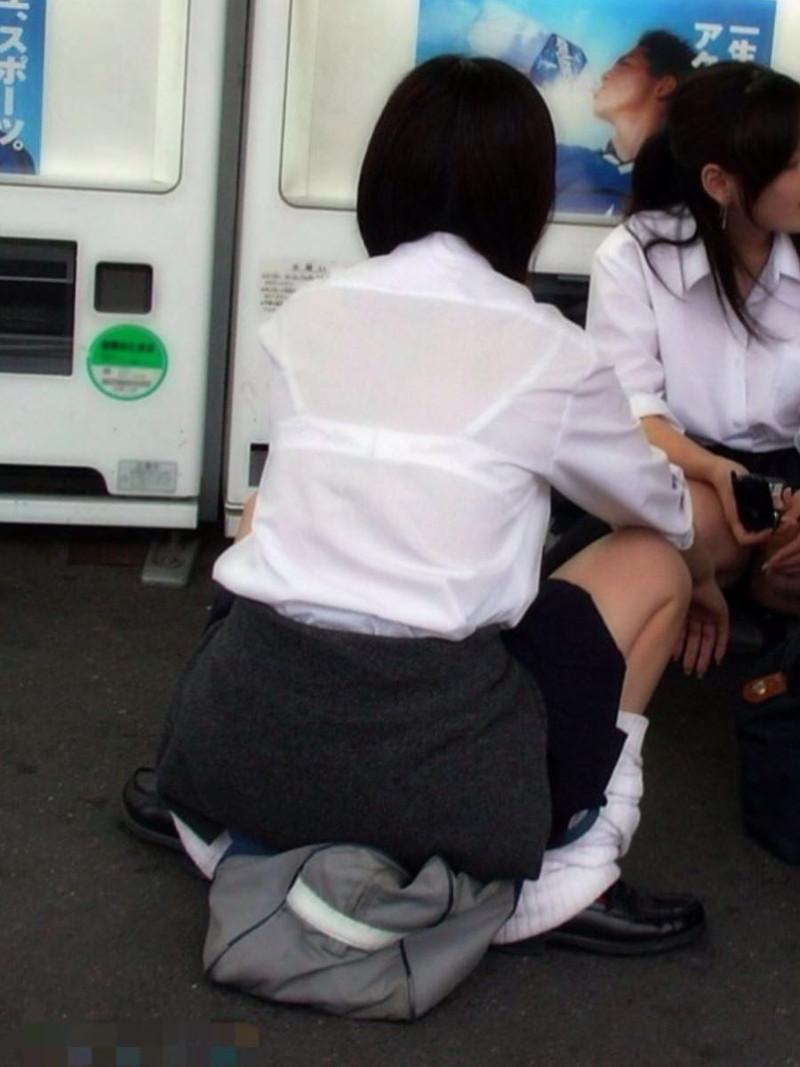 【夏服JK画像】白いブラウスから薄っすらと透けて見えるブラって良いよね 61