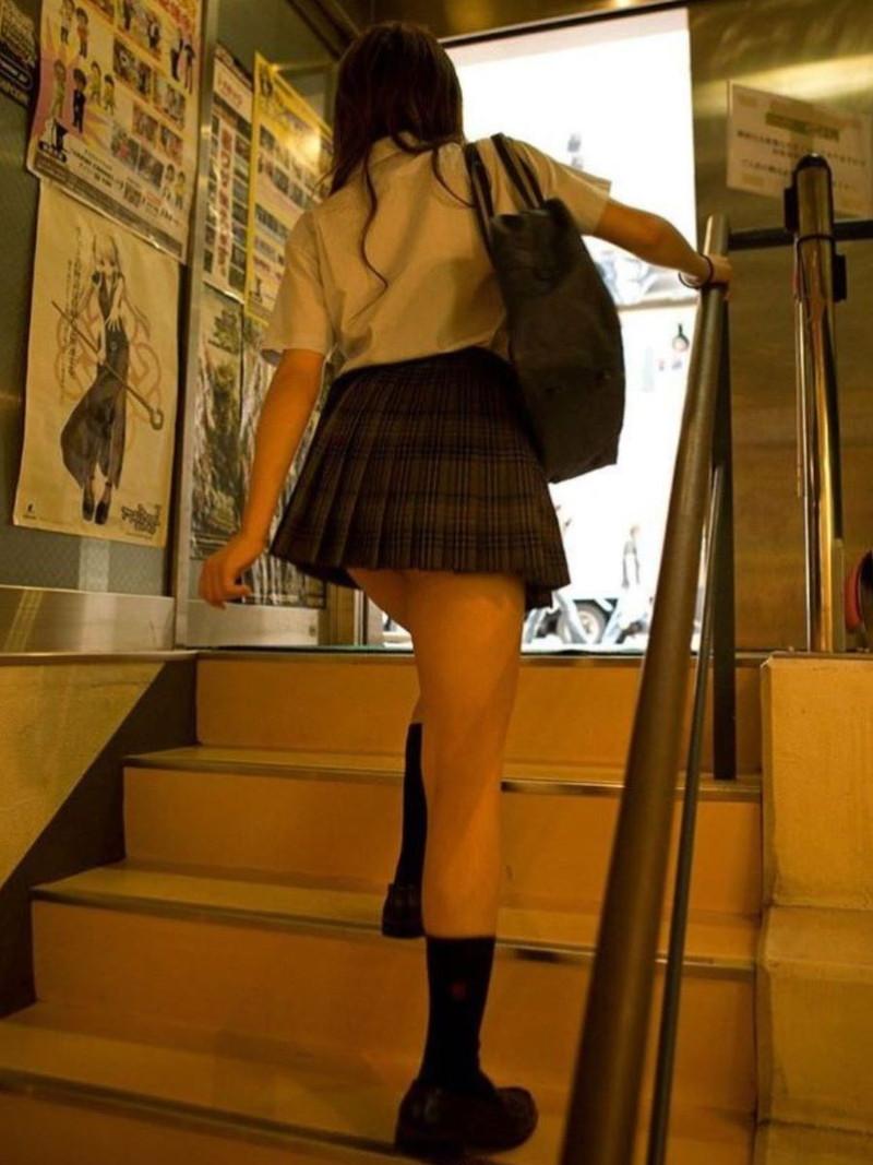 【夏服JK画像】白いブラウスから薄っすらと透けて見えるブラって良いよね 64