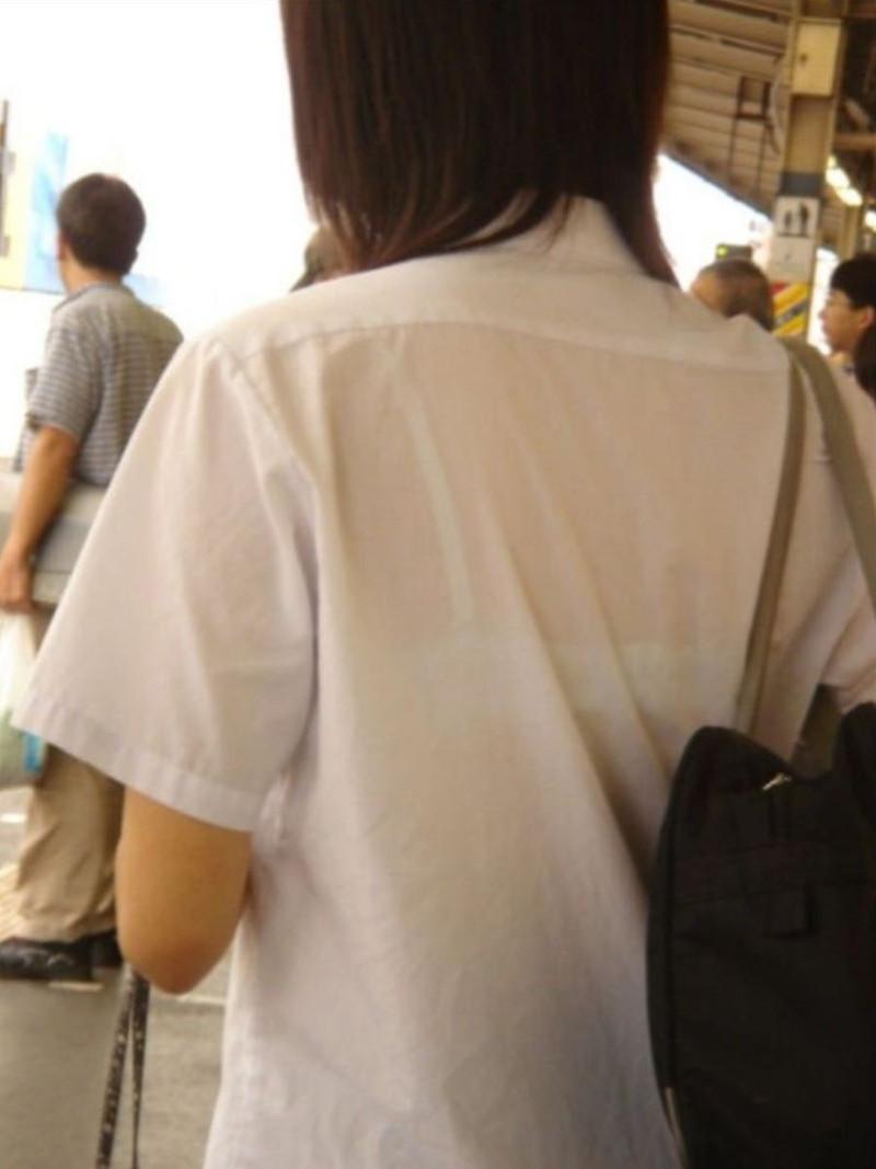 【夏服JK画像】白いブラウスから薄っすらと透けて見えるブラって良いよね 72
