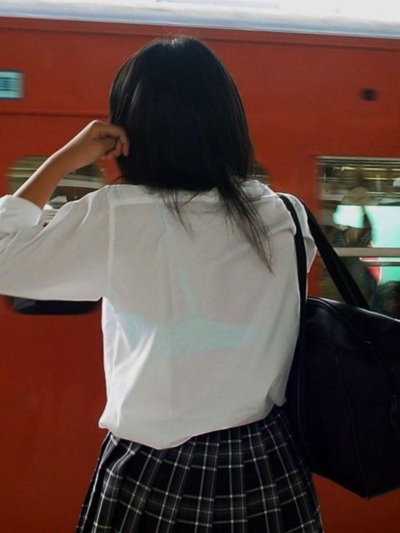 【夏服JK画像】白いブラウスから薄っすらと透けて見えるブラって良いよね 75