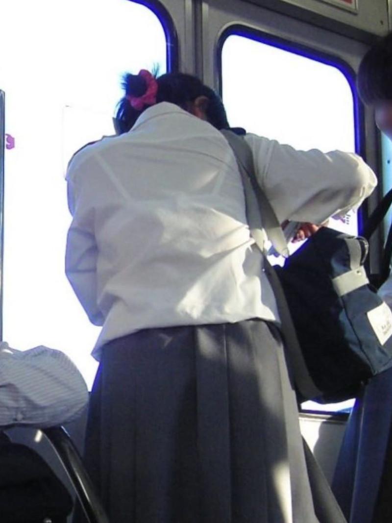 【夏服JK画像】白いブラウスから薄っすらと透けて見えるブラって良いよね 78