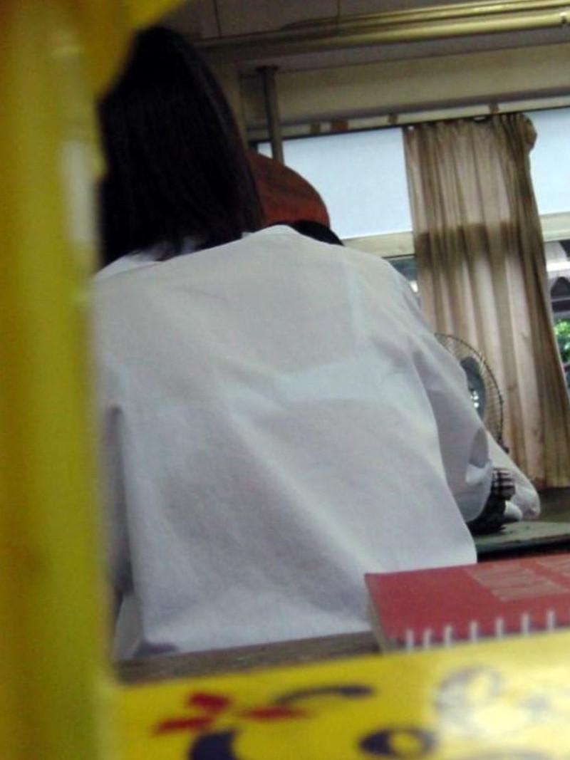 【夏服JK画像】白いブラウスから薄っすらと透けて見えるブラって良いよね 80