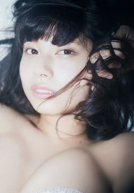 【鹿目凛エロ画像】流行りのおうちグラビアで胸元が見えまくりな姿を見せちゃったw 13