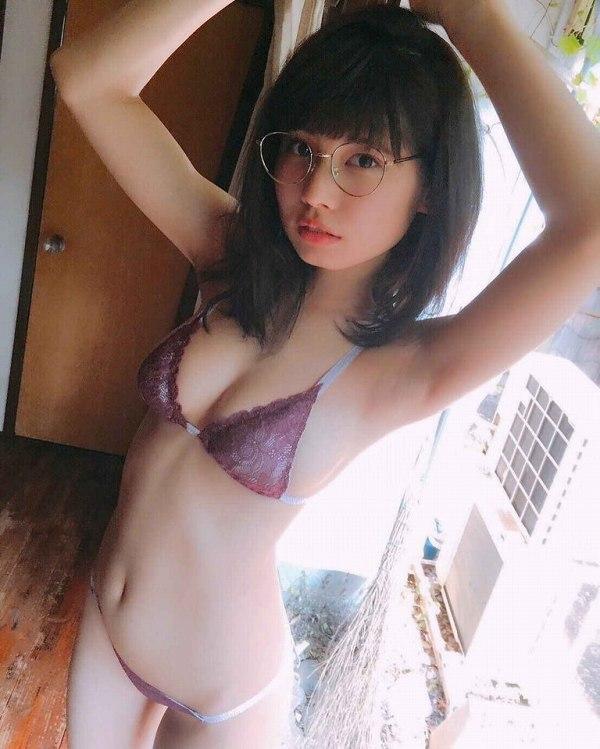 【鹿目凛エロ画像】流行りのおうちグラビアで胸元が見えまくりな姿を見せちゃったw 15