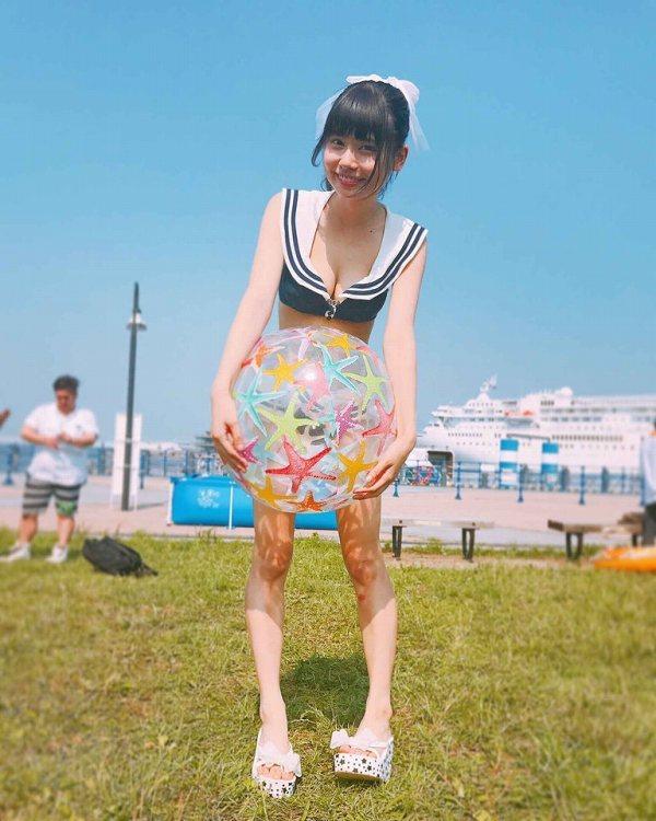 【鹿目凛エロ画像】流行りのおうちグラビアで胸元が見えまくりな姿を見せちゃったw 17