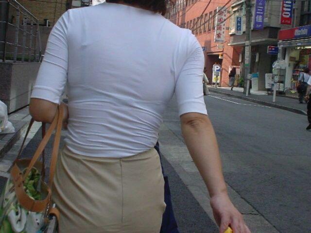 【透けブラエロ画像】ブラウスから薄っすら透けて見えるOLの下着に興奮するwwww 07