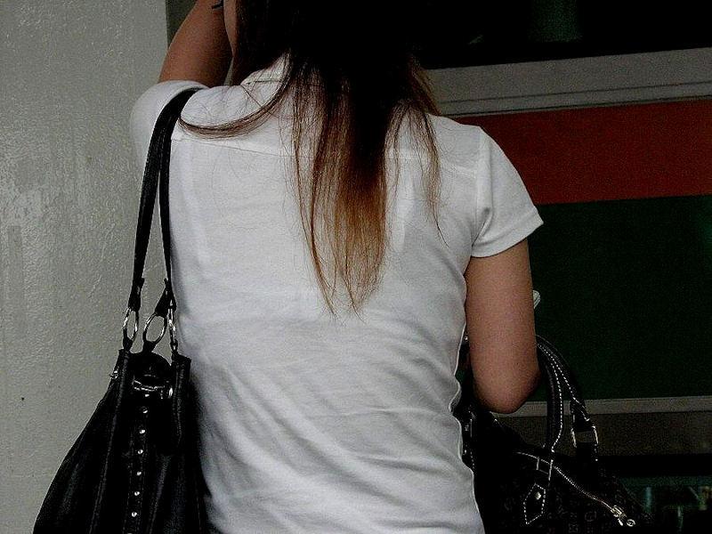 【透けブラエロ画像】ブラウスから薄っすら透けて見えるOLの下着に興奮するwwww 16