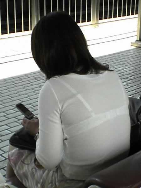 【透けブラエロ画像】ブラウスから薄っすら透けて見えるOLの下着に興奮するwwww 21