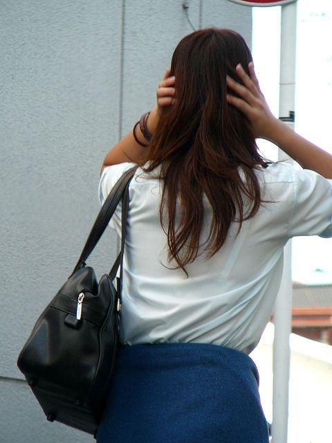 【透けブラエロ画像】ブラウスから薄っすら透けて見えるOLの下着に興奮するwwww 22