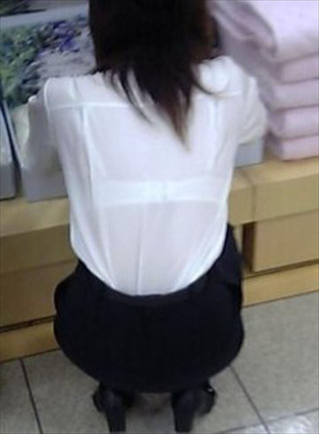 【透けブラエロ画像】ブラウスから薄っすら透けて見えるOLの下着に興奮するwwww 32