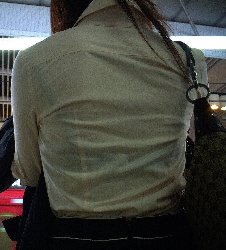 【透けブラエロ画像】ブラウスから薄っすら透けて見えるOLの下着に興奮するwwww 35