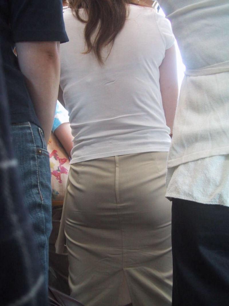 【透けブラエロ画像】ブラウスから薄っすら透けて見えるOLの下着に興奮するwwww 54