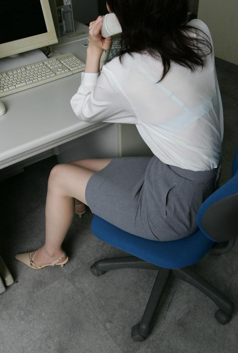 【透けブラエロ画像】ブラウスから薄っすら透けて見えるOLの下着に興奮するwwww 60