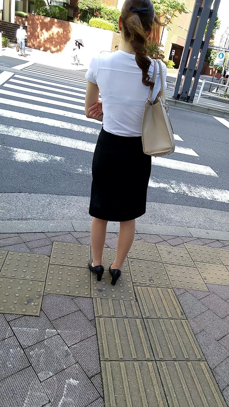 【透けブラエロ画像】ブラウスから薄っすら透けて見えるOLの下着に興奮するwwww 68