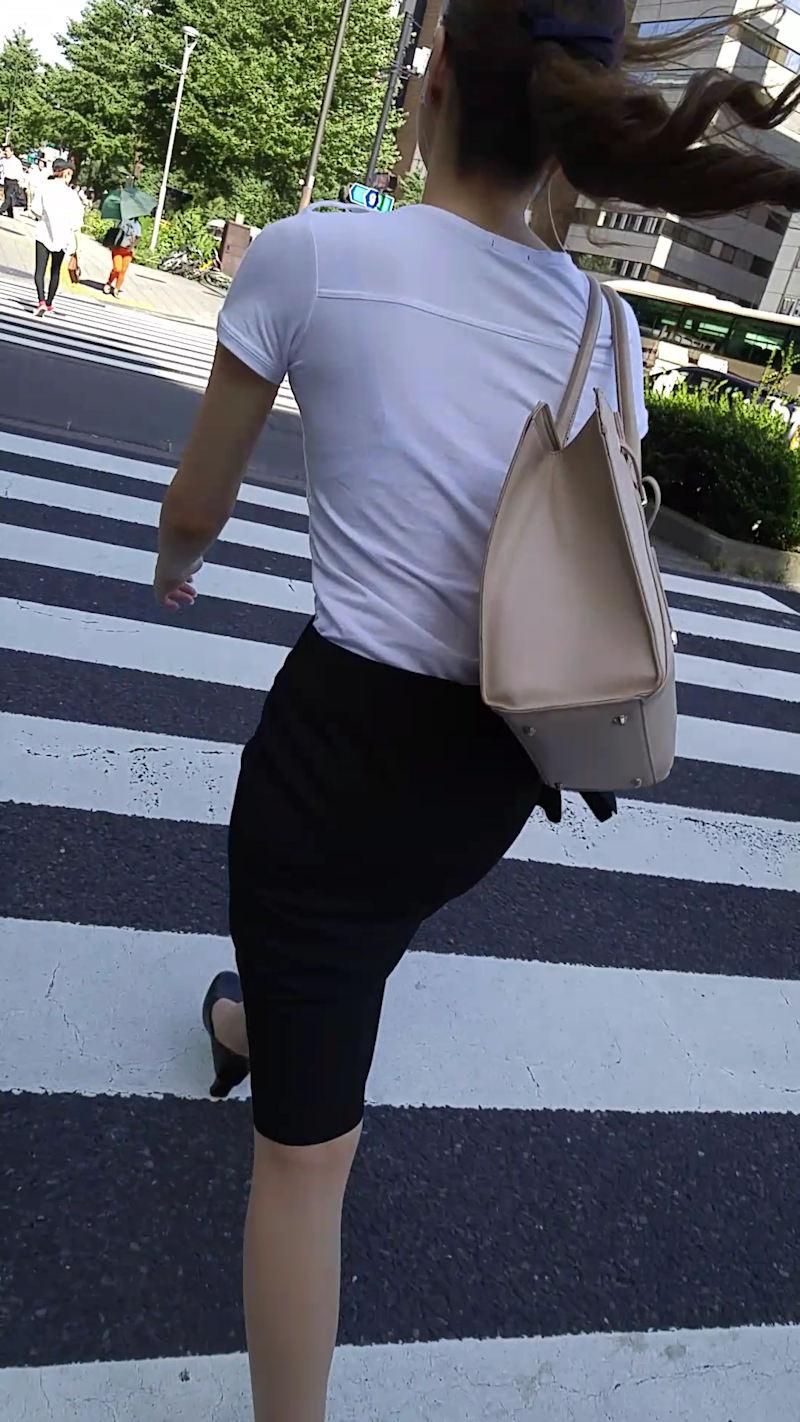 【透けブラエロ画像】ブラウスから薄っすら透けて見えるOLの下着に興奮するwwww 69