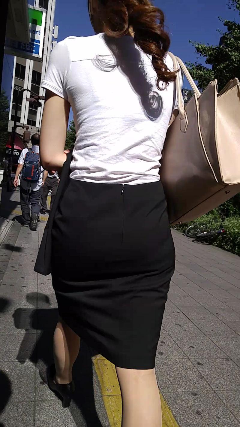 【透けブラエロ画像】ブラウスから薄っすら透けて見えるOLの下着に興奮するwwww 70