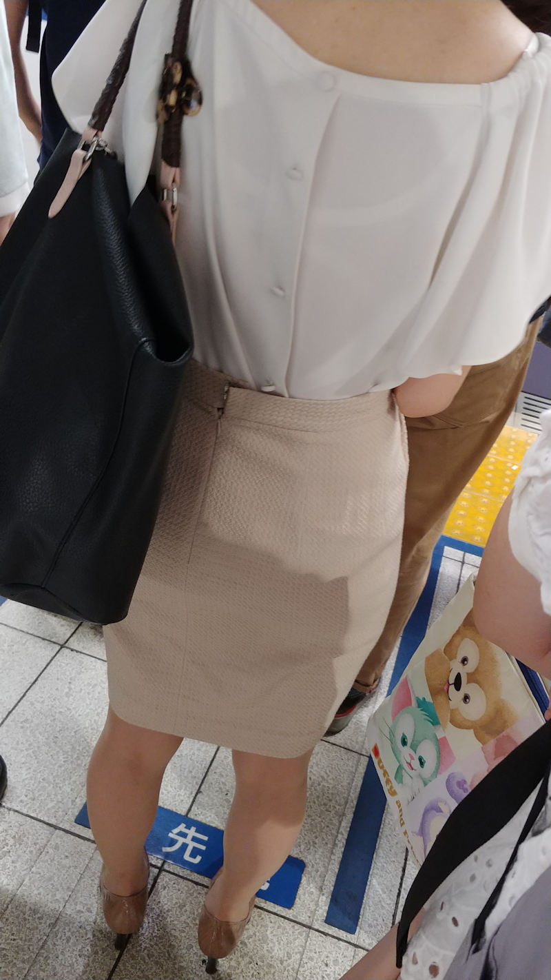 【透けブラエロ画像】ブラウスから薄っすら透けて見えるOLの下着に興奮するwwww 72
