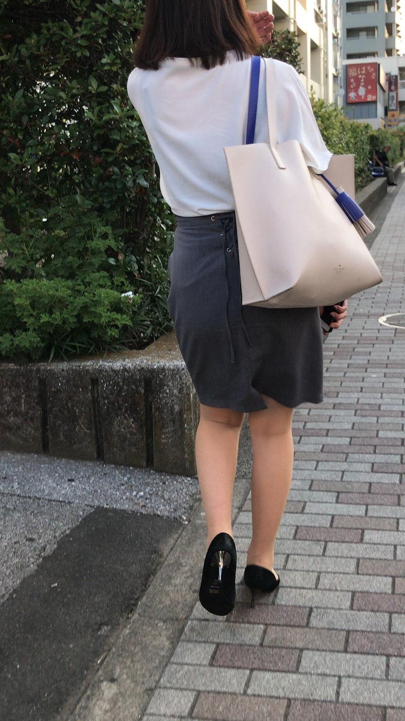 【透けブラエロ画像】ブラウスから薄っすら透けて見えるOLの下着に興奮するwwww 76