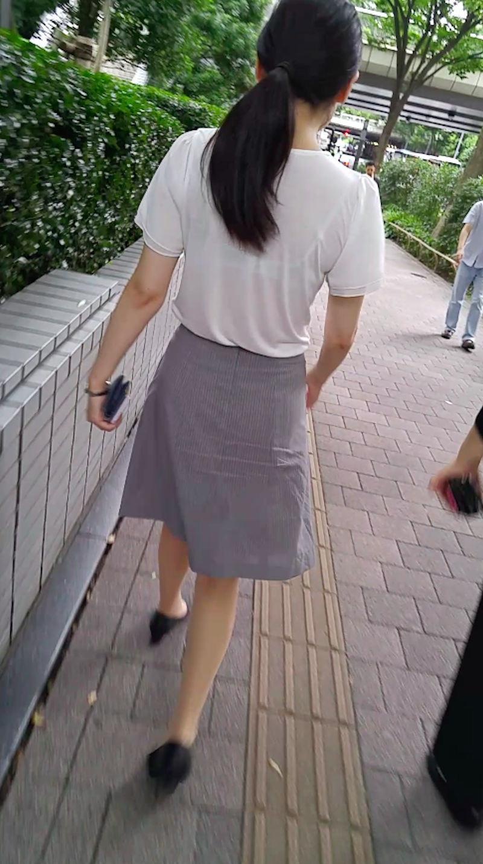 【透けブラエロ画像】ブラウスから薄っすら透けて見えるOLの下着に興奮するwwww 79