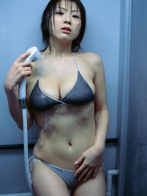 【グラドル入浴エロ画像】シャワーに濡れて輝く激エロボディ美女がヌケる! 36