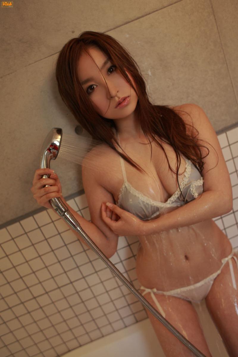【グラドル入浴エロ画像】シャワーに濡れて輝く激エロボディ美女がヌケる! 53