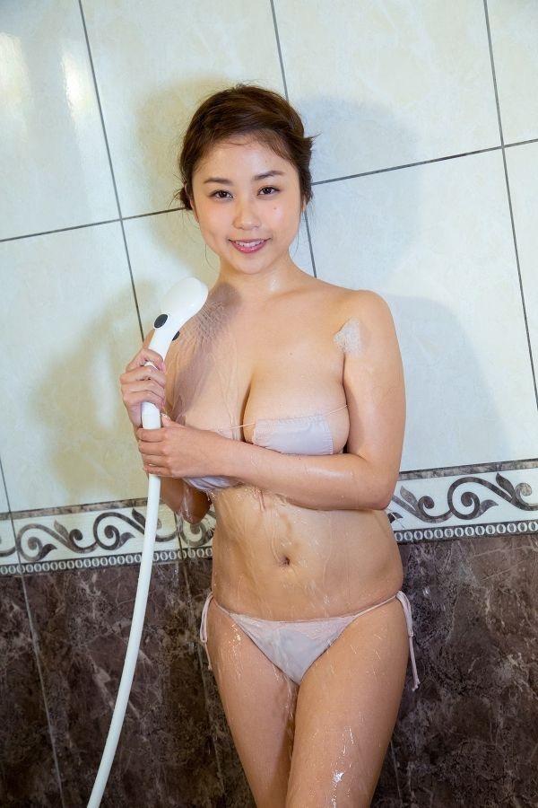 【グラドル入浴エロ画像】シャワーに濡れて輝く激エロボディ美女がヌケる! 60
