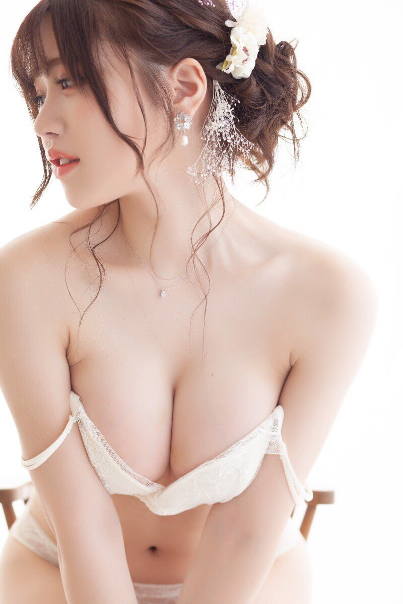 【白田まいコスプレ画像】巨乳の谷間どころか乳房をギリギリまで見せてやがるwwww 19
