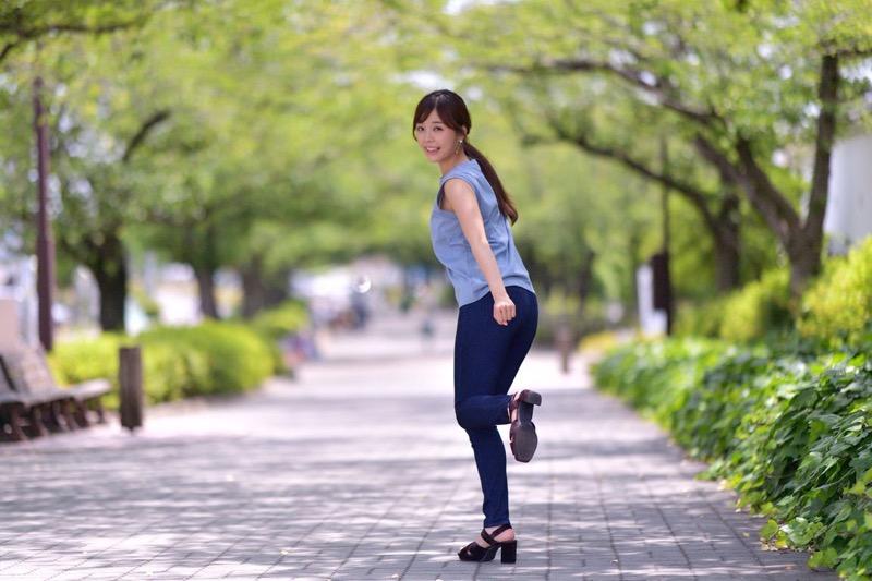 【川村那月グラビア画像】Fカップボディで初水着姿を披露したレースクイーン美女 14