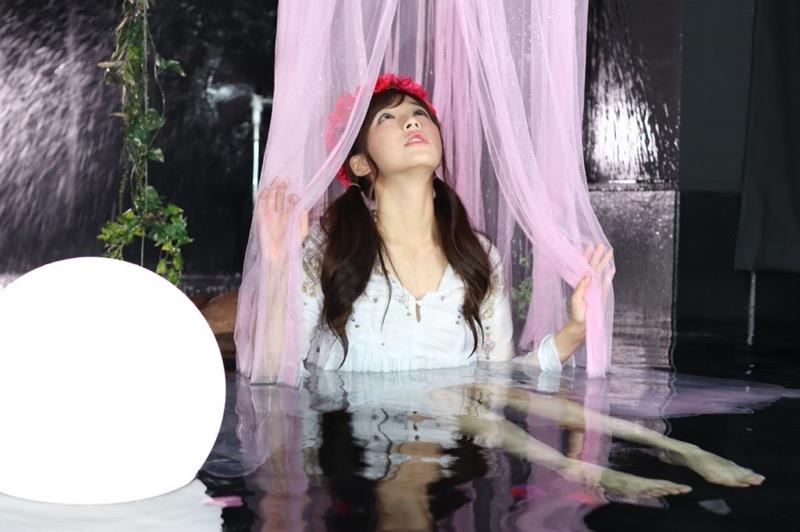 【川村那月グラビア画像】Fカップボディで初水着姿を披露したレースクイーン美女 28