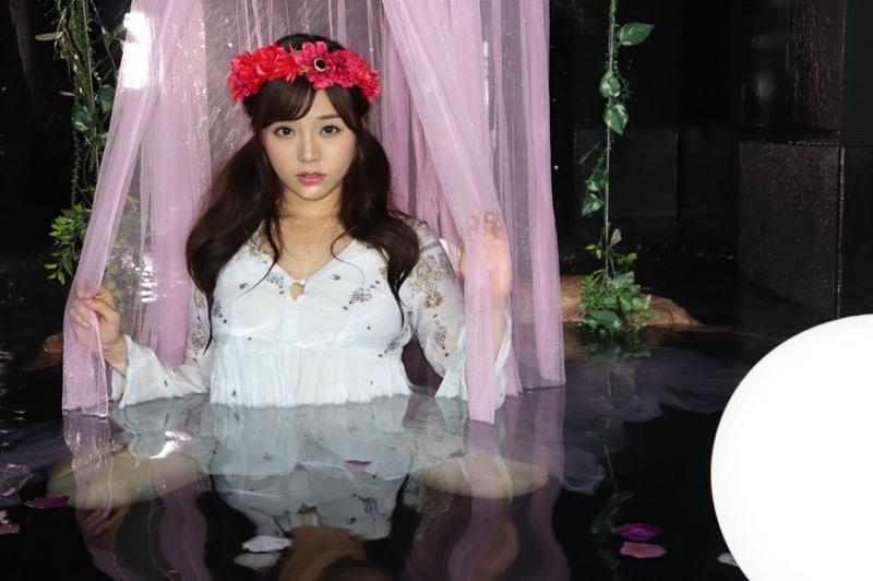 【川村那月グラビア画像】Fカップボディで初水着姿を披露したレースクイーン美女 30