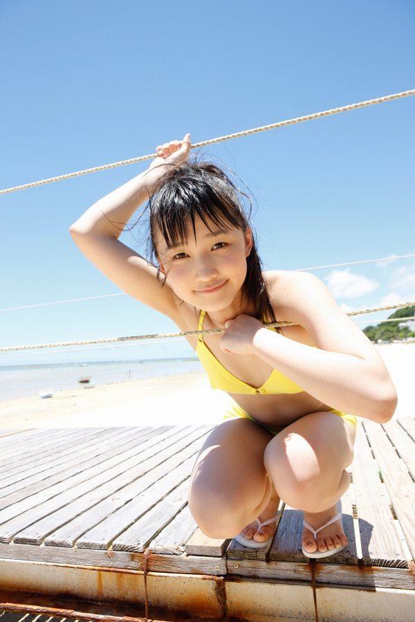 【鞘師里保グラビア画像】元モー娘。の童顔アイドルが現役時代に撮った水着姿がこちら 09