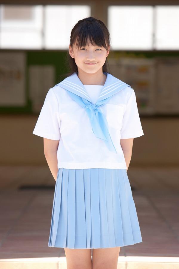 【鞘師里保グラビア画像】元モー娘。の童顔アイドルが現役時代に撮った水着姿がこちら 10