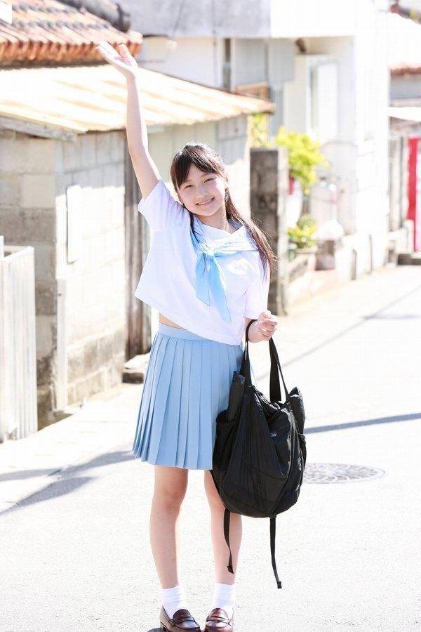 【鞘師里保グラビア画像】元モー娘。の童顔アイドルが現役時代に撮った水着姿がこちら 12